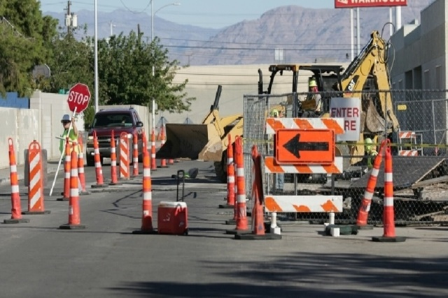 A worker controls traffic on Yale Street near Decatur Boulevard and Washington Avenue (Brett LeBlanc/Las Vegas Review-Journal) @bleblancphoto