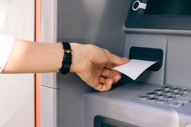 ATM withdrawal. (Thinkstock)