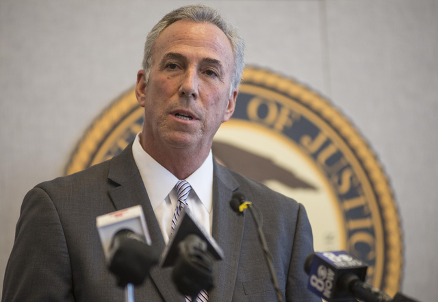 Clark County District Attorney Steve Wolfson speaks during a news conference in 2015 at the Lloyd D. George Federal Courthouse in Las Vegas. (Jacob Kepler/Las Vegas Review-Journal)