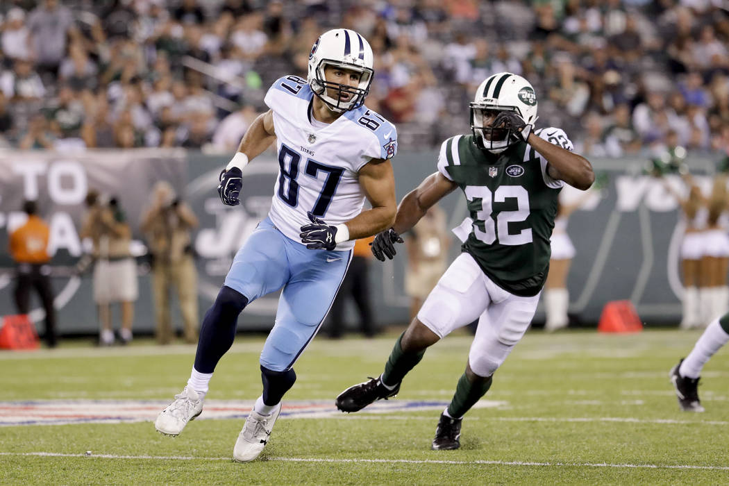 Tennessee Titans wide receiver Eric Decker (87) breaks down field against  New York Jets 3197498bc