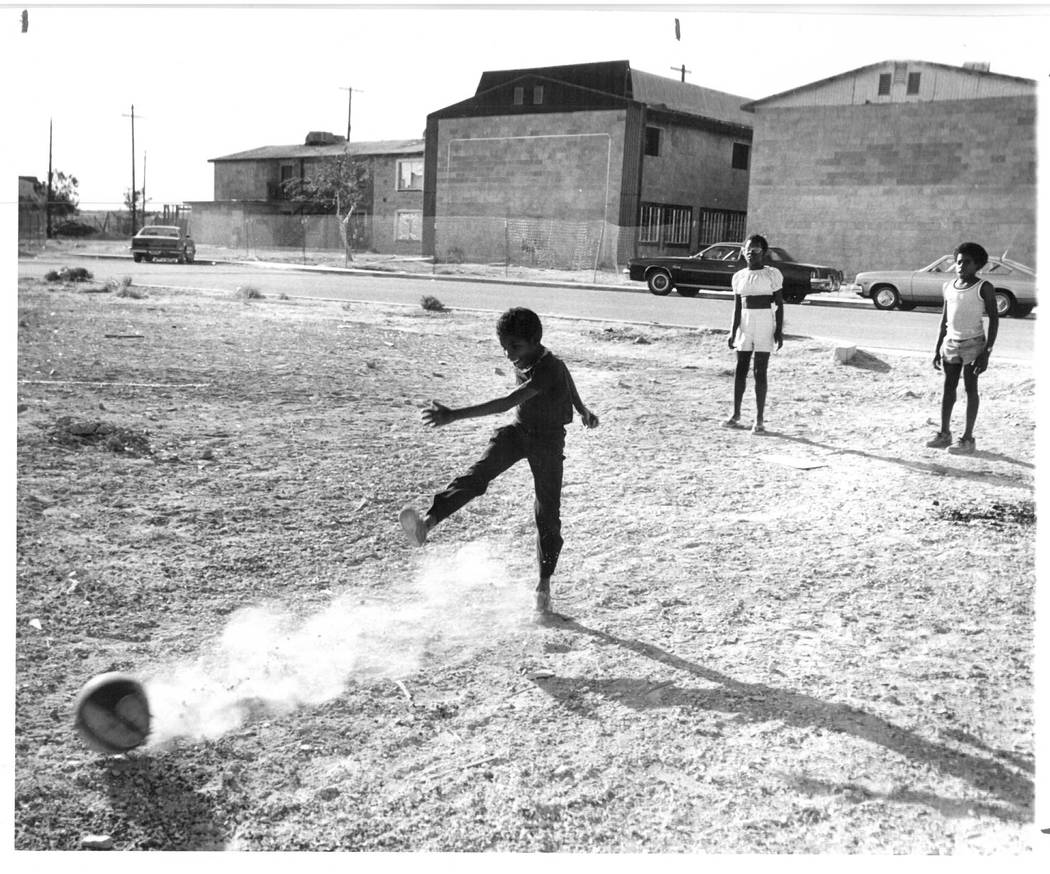 Kids playing near the Carey Park Arms Apartments which were being renovated in West Las Vegas in 1980. (Scott Henry/Las Vegas Review-Journal File)
