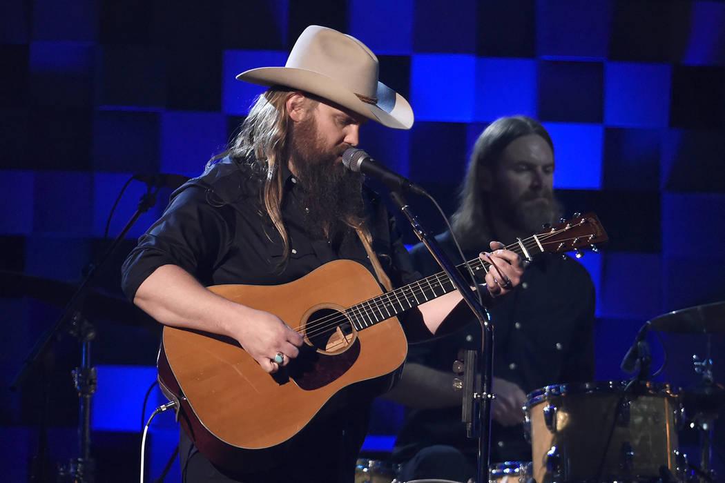 """Chris Stapleton performs """"Broken Halos"""" at the 51st annual CMA Awards at the Bridgestone Arena on Wednesday, Nov. 8, 2017, in Nashville, Tenn. (Chris Pizzello/Invision/AP)"""