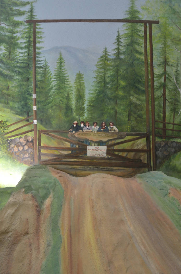 The builder of The Underground Home, Entrepreneur Jerry Henderson, had murals painted of his family where they had homes in upstate New York, Colorado, Los Angeles and San Francisco Bay Area. (Bil ...