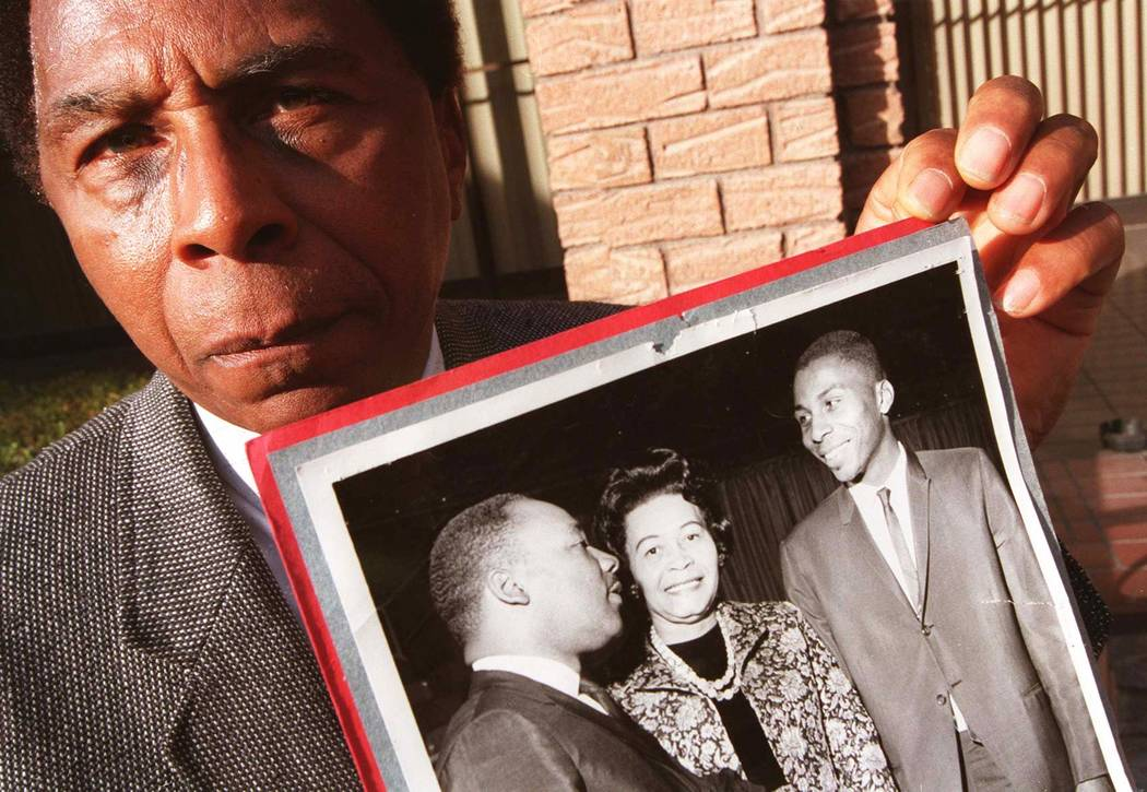 Reverend Marion Bennett holding a 1964 photo of him and Martin Luther King Jr. (Jill Sagers/Las Vegas Review-Journal)