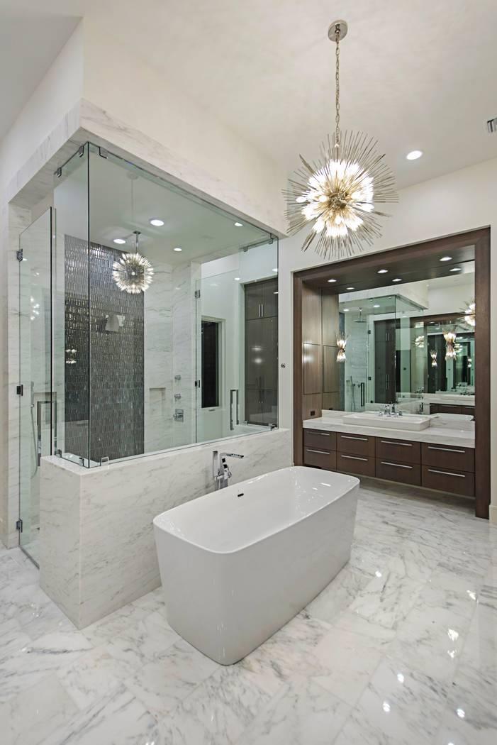 The master bath. (Canyon Creek Custom Homes)