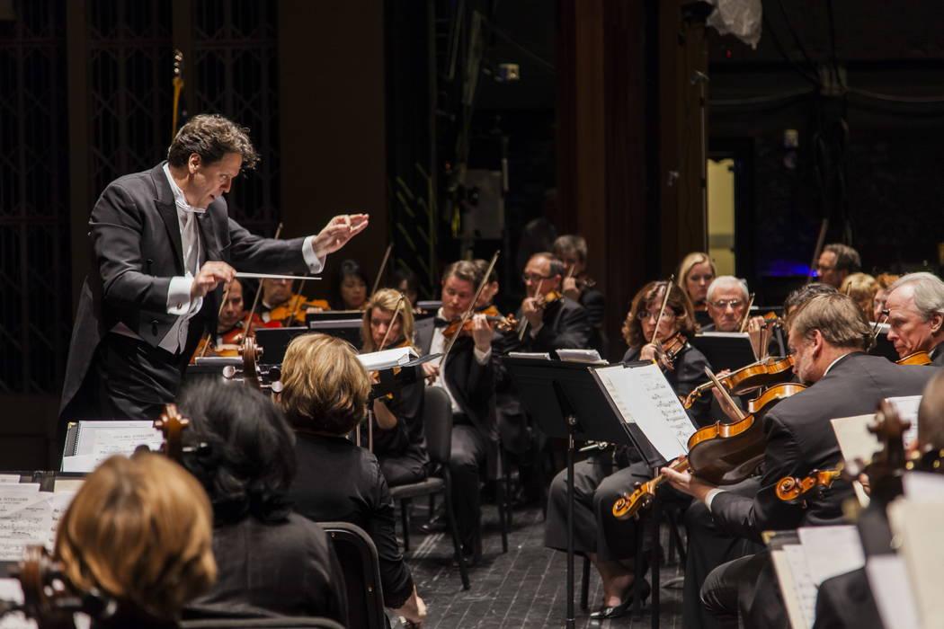 Donato Cabrera conducts the Las Vegas Philharmonic. (Credit: Las Vegas Philharmonic)