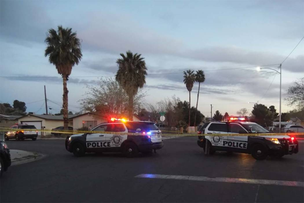 Las Vegas police investigate a homicide in an east valley neighborhood near Sacramento Drive and Sunrise Avenue on Monday, March 26, 2018. (Max Michor/Las Vegas Review-Journal)