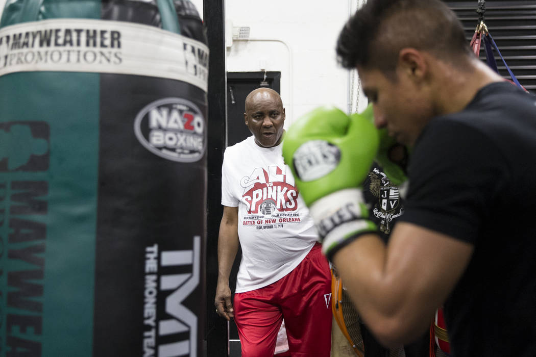 Boxing coach Mike McCallum, center, watches his fighter Jessie Vargas during a media workout event at the Mayweather Boxing Club in Las Vegas, Thursday, April 12, 2018. Vargas is scheduled to figh ...