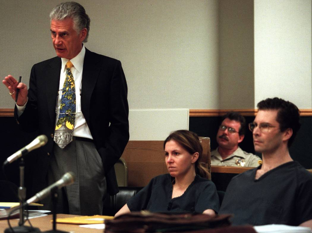 Attorney John Momot makes a point regarding the issue of juror misconduct during the trial of Sandy Murphy, center, and Rick Tabish in 2000. (Jim Laurie/Las Vegas Review-Journal)