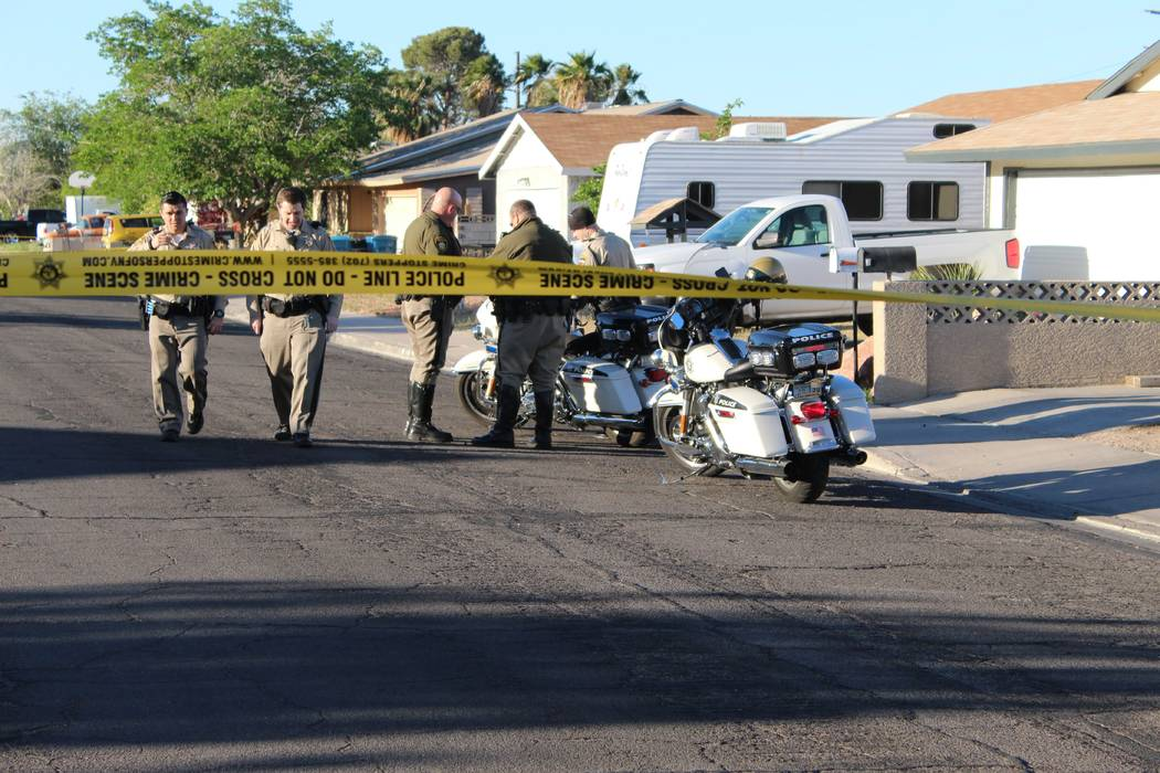 Las Vegas police investigate an accidental death in the 1900 block of Pasadena Boulevard in northeast Las Vegas, Tuesday, April 17, 2018. (Max Michor/Las Vegas Review-Journal)