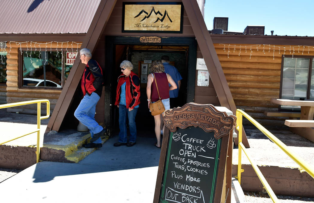 Customers enter and exit the Mt. Charleston Lodge on Mount Charleston. (David Becker/Las Vegas Review-Journal) @davidjaybecker