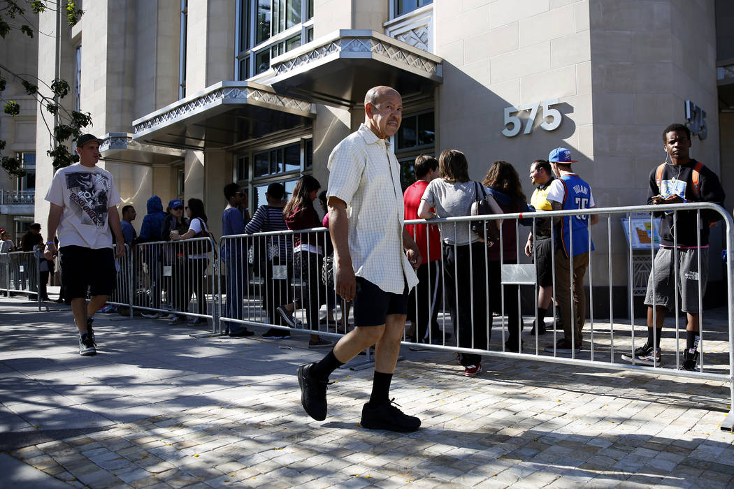 """Crowds wait in line to get tickets to """"Hamilton"""" at The Smith Center in Las Vegas on Saturday, April 28, 2018. Andrea Cornejo Las Vegas Review-Journal @dreacornejo"""