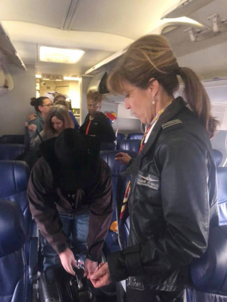Flight 1380 pilot Tammie Jo Shults, right, interacting with passengers after emergency landing the plane, Tuesday, April 17, 2018. (Diana McBride Self via AP)