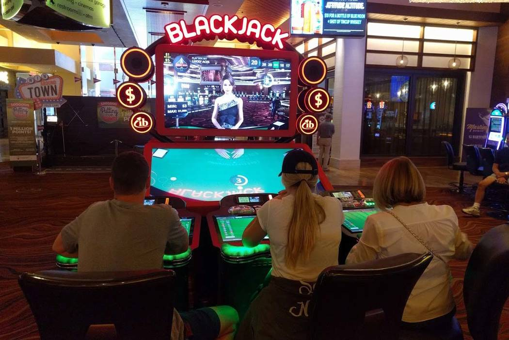 People play an electronic version of blackjack on Sept. 30, 2017, at Red Rock Resort in Las Vegas. (Las Vegas Review-Journal)