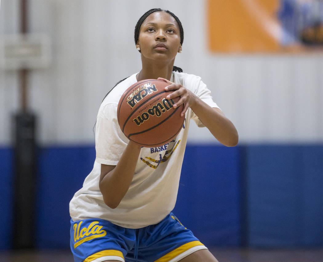 Centennial High School freshman point guard Taylor Bigby works out at Tarkanian Basketball Academy on Tuesday, May 1, 2018, in Las Vegas. Benjamin Hager Las Vegas Review-Journal @benjaminhphoto