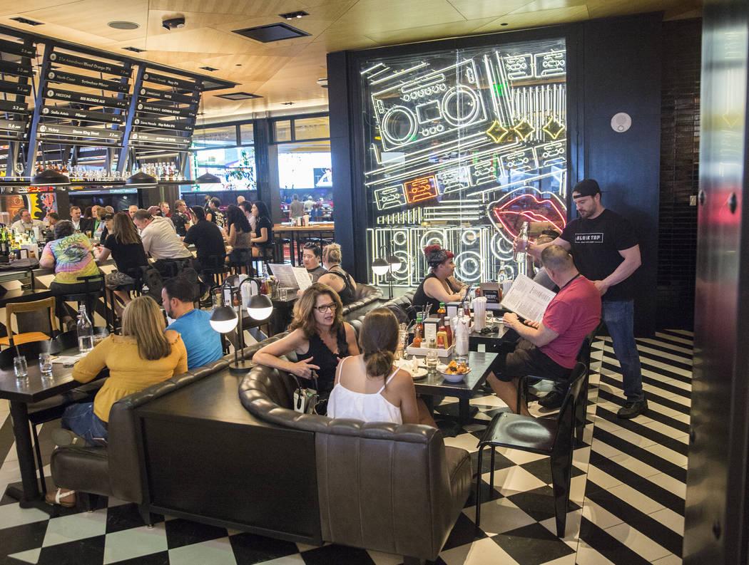 Dinners enjoy lunch at Black Tap on Monday, May 7, 2018, at The Venetian hotel-casino, in Las Vegas. Benjamin Hager Las Vegas Review-Journal @benjaminhphoto