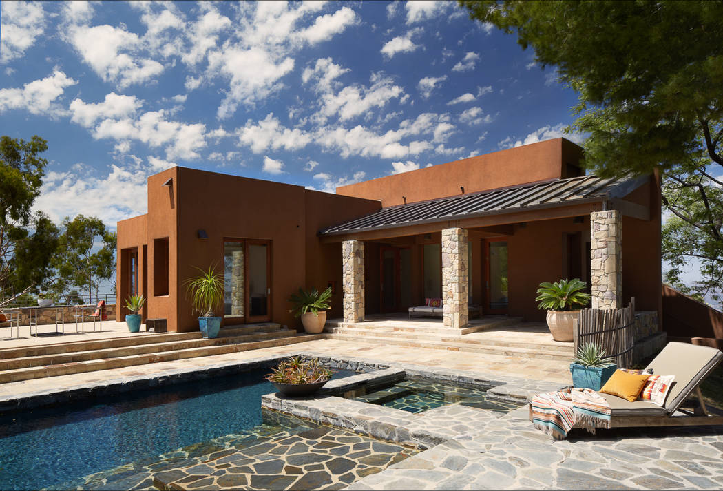 Dunn-Edwards Dunn-Edwards Weathered Saddle paint complements the stone accents of this desert modern estate.