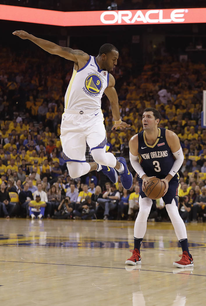 New Orleans Pelicans' Nikola Mirotic, right, prepares to shoot as Golden State Warriors' Andre Iguodala defends during the first half in Game 5 of an NBA basketball second-round playoff series Tue ...