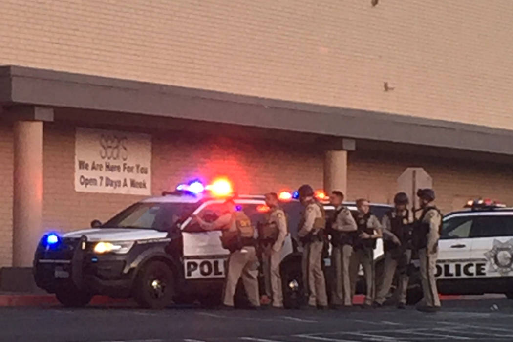 Las Vegas police evacuate mall after reports of armed man