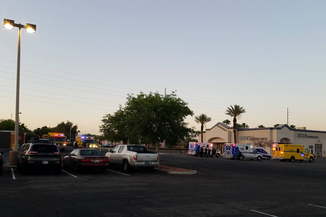 Massive police response at Las Vegas mall after 'person with gun' call