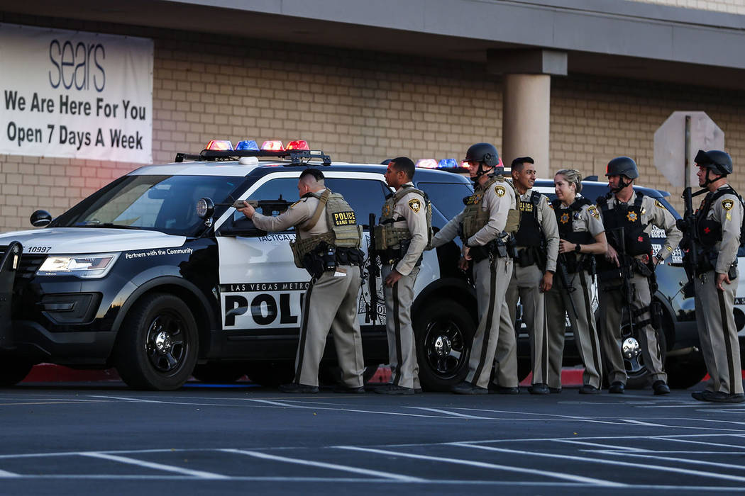 Police cordon off the outside Sears at the Boulevard Mall in Las Vegas on Thursday, May 17, 2018. Andrea Cornejo Las Vegas Review-Journal @drea_cornejo