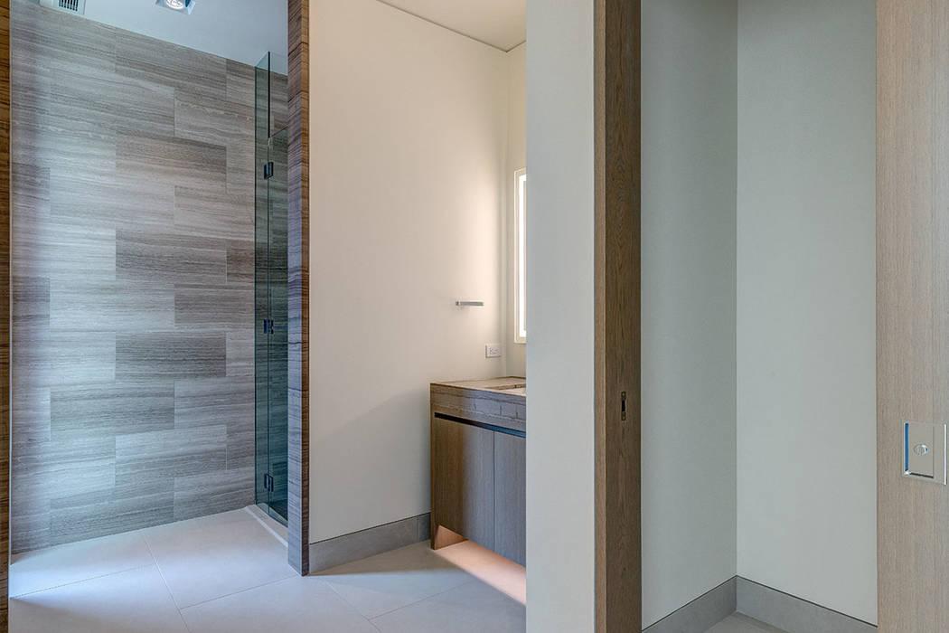 The bathroom. (Hoogland Architecture)