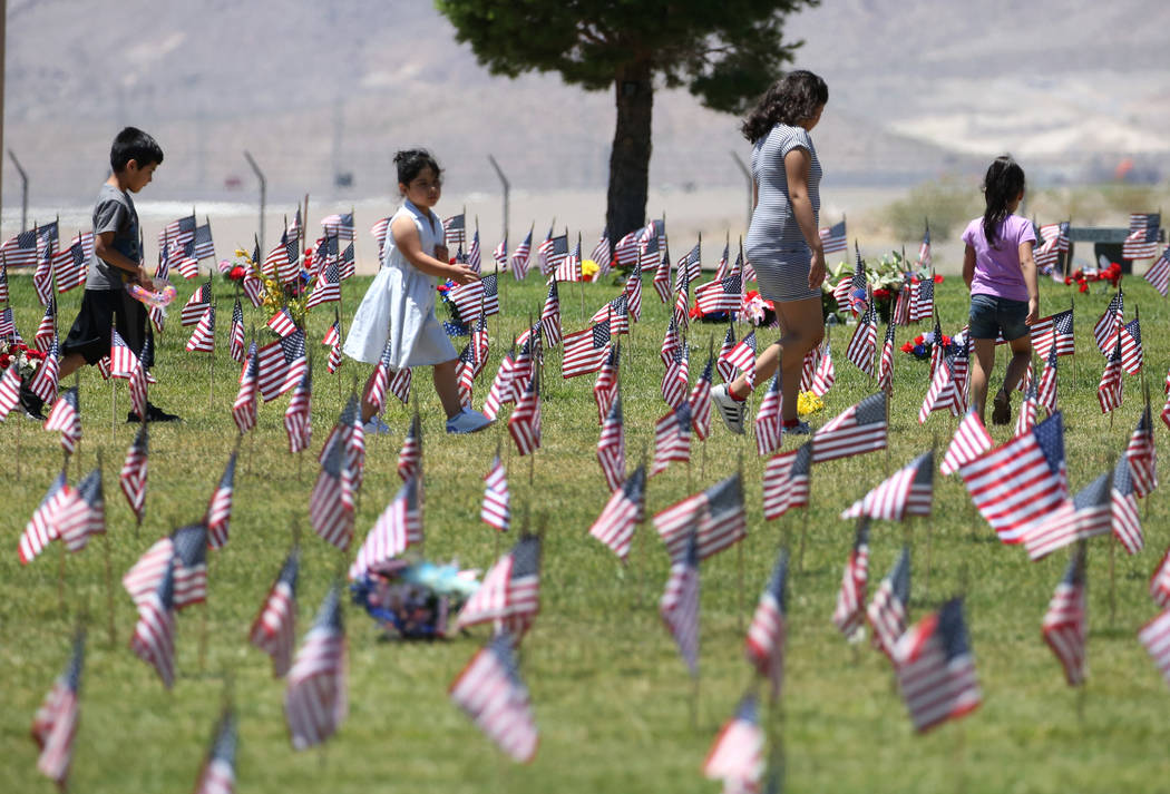 Edwardo Bojorquez, 7, left, Kimberly Hernandez, 6, Conny Amaya, 10, and Annalee Bojorquez, 5, right, visit on Memorial Day the Southern Nevada Veterans Memorial Cemetery on Monday, May 28, 2018, i ...