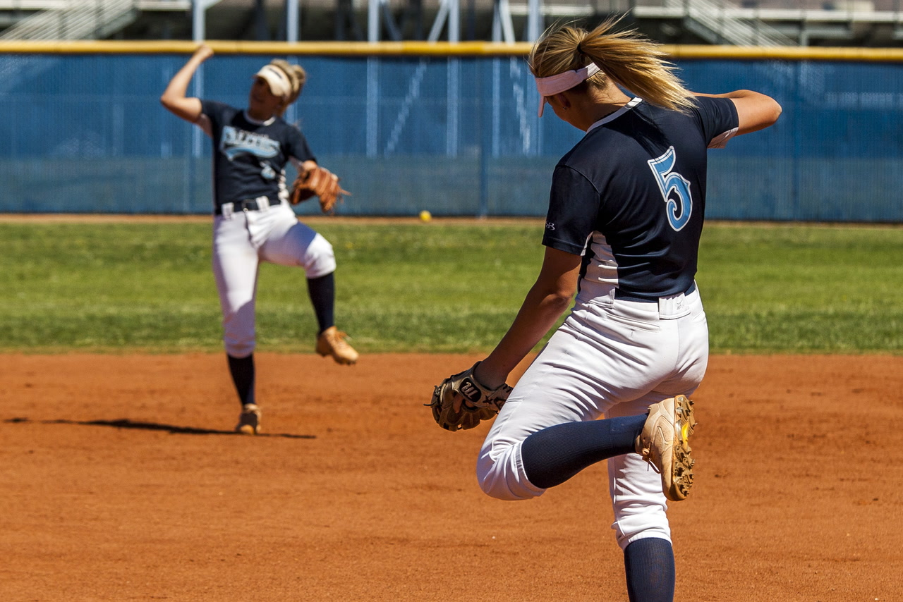 becker sisters lead foothill softball into region tournament las vegas review journal. Black Bedroom Furniture Sets. Home Design Ideas