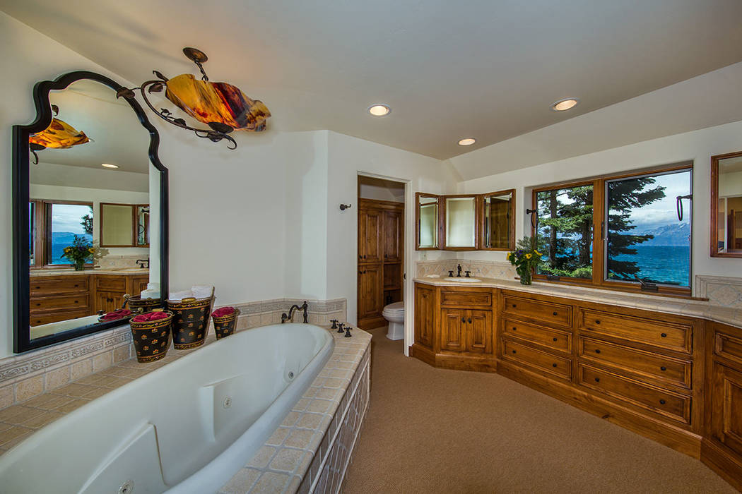 A bath. (Oliver Luxury Real Estate)