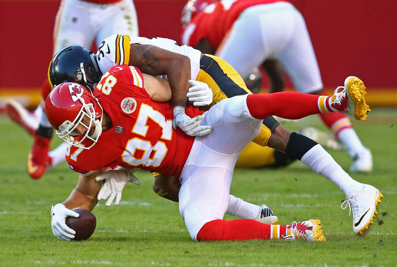 Pennsylvania police say a truck driver was watching the Kansas City Chiefs and Pittsburgh Steelers play at the time of a fatal accident on Oct 15, 2017. (Jay Biggerstaff/USA TODAY Sports)
