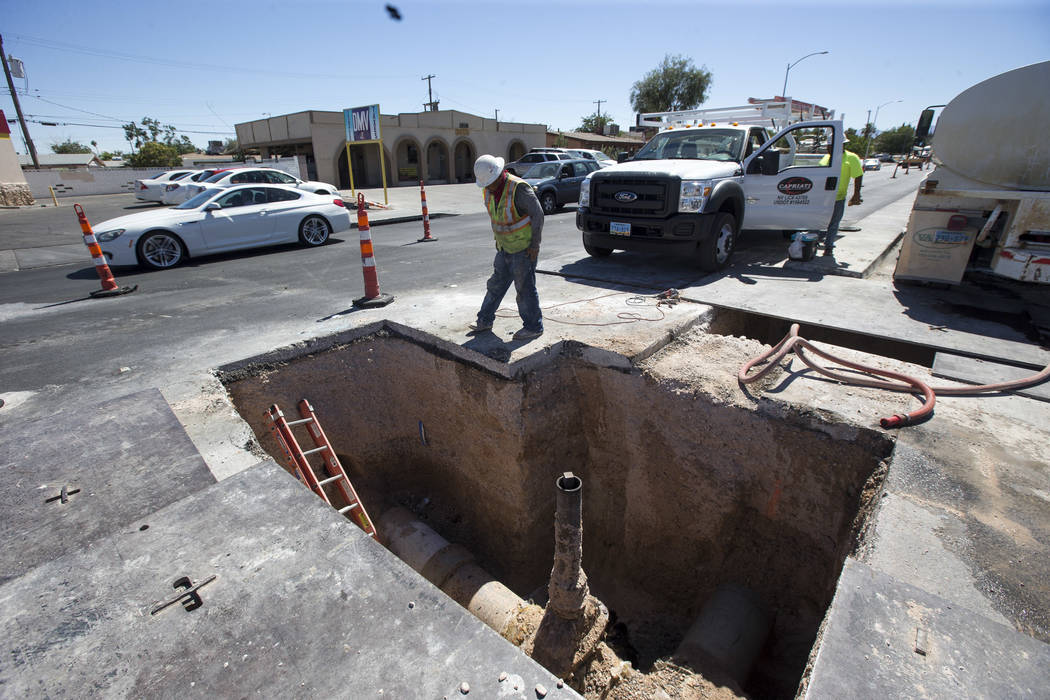 Construction continues on water lines below Vegas Drive just west of North Rancho Drive in Las Vegas on Thursday, June 14, 2018. Richard Brian Las Vegas Review-Journal @vegasphotograph