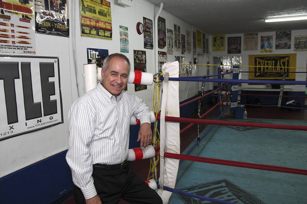 "SE-BOXINGINGJUDGE-JUN03-- Long-time boxing judge Chuck Giampa ringside at Johnny Tacco's Gym, 9 West Charleston Boulevard. 05/27/08 ""View photo by Larry Cruikshank"" Larry Cruikshank ..."