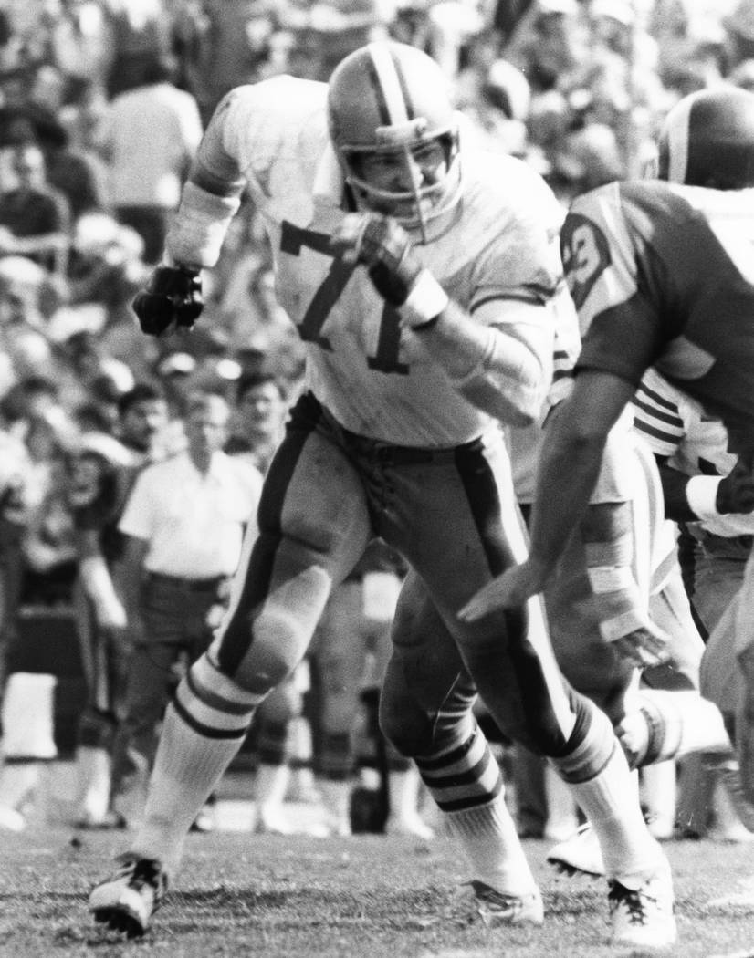 This Oct. 8, 1978, photo provided by the NFL shows San Francisco 49ers tackle Keith Fahnhorst (71) running upfield to block during a football game against the Los Angeles Rams at Los Angeles Colis ...