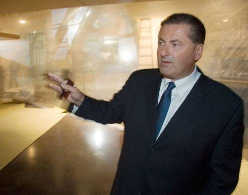 Felix Rappaport speaks while giving a tour of the Luxor in this 2007 file photo. Rappaport, president of The Mirage, announced plans to resign from his position on Tuesday.