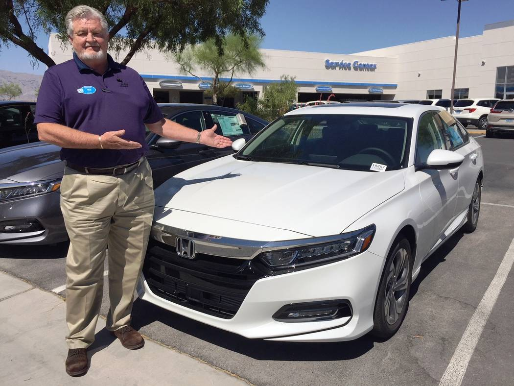 Findlay Findlay Honda In The Northwest Technology Specialist Mick Tanner  Shows Off The 2018 Honda Accord