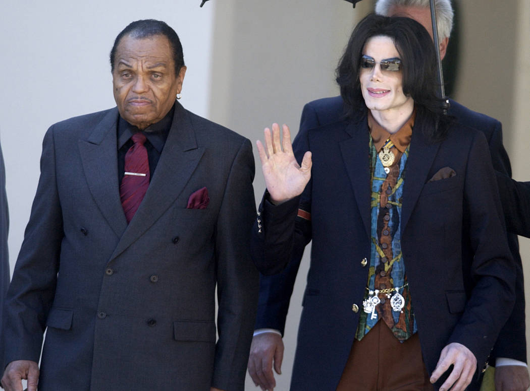 Pop star Michael Jackson leaves the Santa Barbara County Courthouse with his father, Joe, left, in Santa Maria, Calif., March 15, 2005, following a day of testimony in Jackson's trial on charges o ...