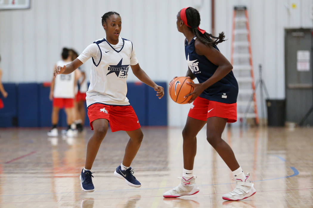 Taylor Bigby, left, 15, competes at the Tarkanian Basketball Academy in Las Vegas, Saturday, June 30, 2018. Erik Verduzco Las Vegas Review-Journal @Erik_Verduzco