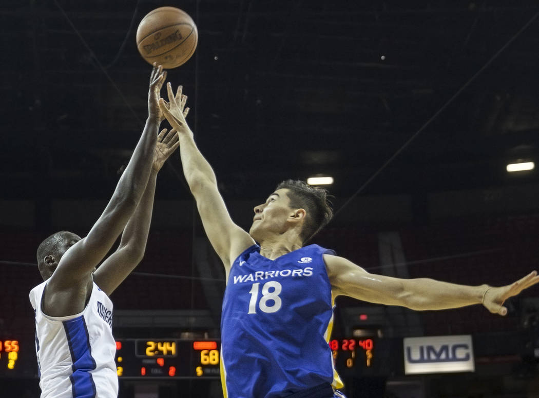 Golden State Warriors forward Abudurexiti Abudushalamu (18) reaches to block the shot of Dallas Mavericks guard Phil Greene (35) in the fourth quarter during the NBA Summer League on Monday, July ...