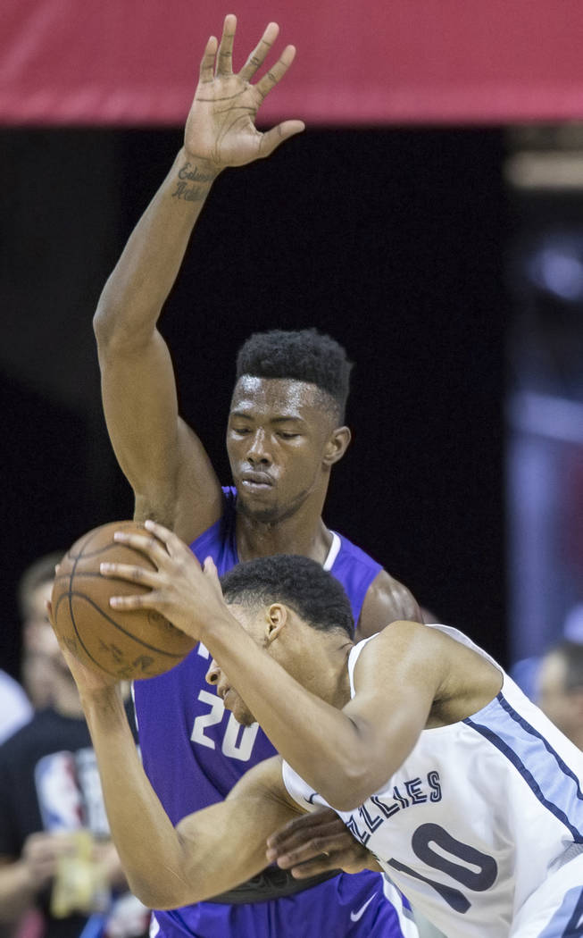 Sacramento Kings forward Harry Giles (20) defends Memphis Grizzlies forward Ivan Rabb (10) in the first quarter during the NBA Summer League on Tuesday, July 10, 2018, at the Thomas & Mack Cen ...