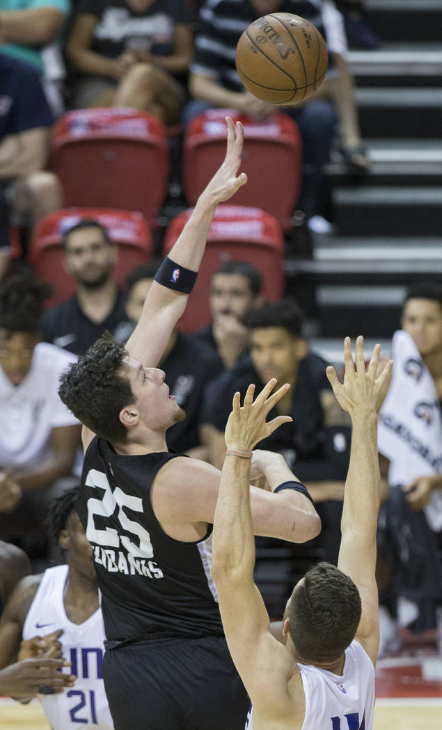 San Antonio Spurs center Drew Ebanks (25) shoots over Phoenix Suns forward Alec Peters (14) in the fourth quarter during theNBA Summer League on Friday, July 13, 2018, at the Thomas & Ma ...