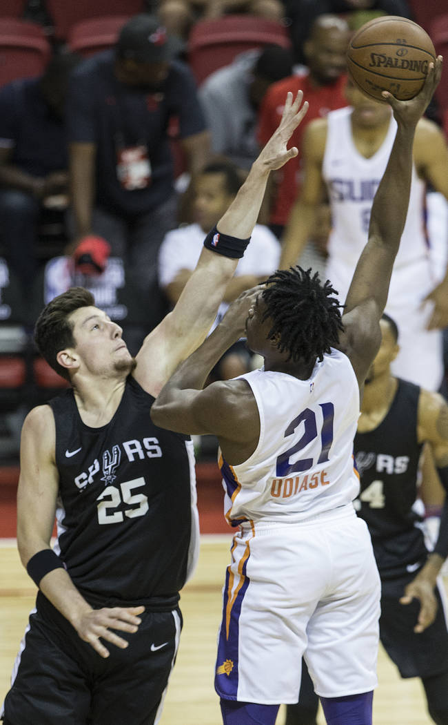 Phoenix Suns forward Tai Odiase (21) shoots over San Antonio Spurs center Drew Ebanks (25) in the first quarter during the NBA Summer League on Friday, July 13, 2018, at the Thomas & ...