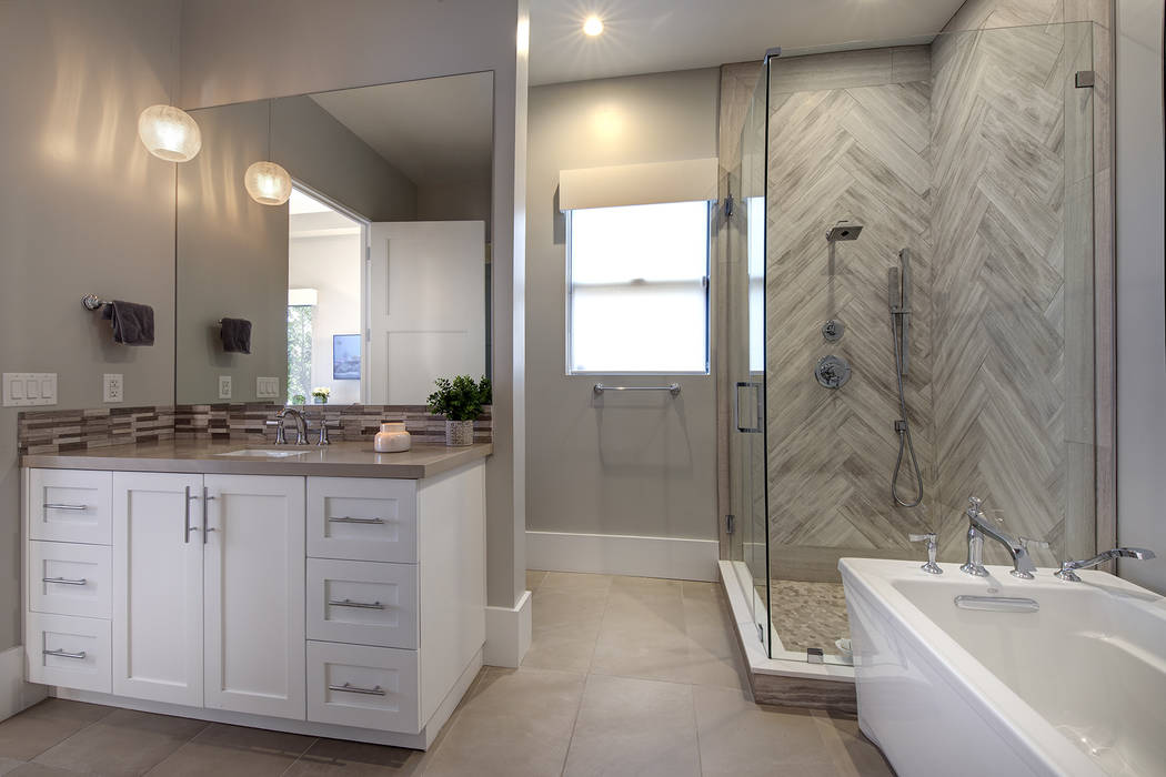 A secondary bath. (Sotheby's International Realty)