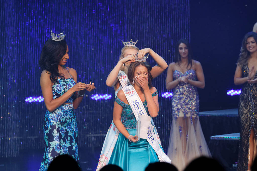 Tia Henderson is crowned by former Miss Nevada's Outstanding Teen Carli Gumm. Chezaray Photography