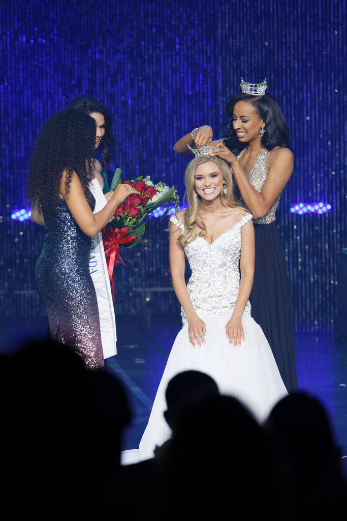 Alexis Hilts is crowned by former Miss Nevada Andrea Martinez. Chezaray Photography