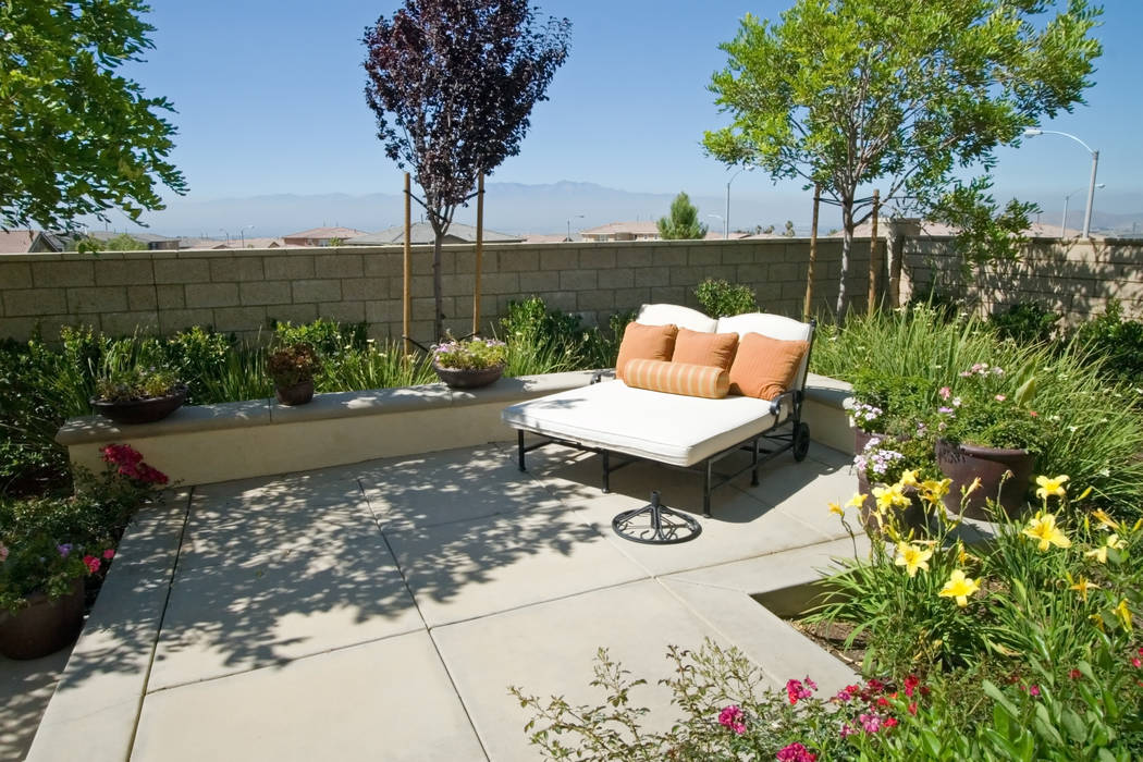 Extreme summer temperatures don't mean you can't have a thriving, colorful garden. (Thinkstock)
