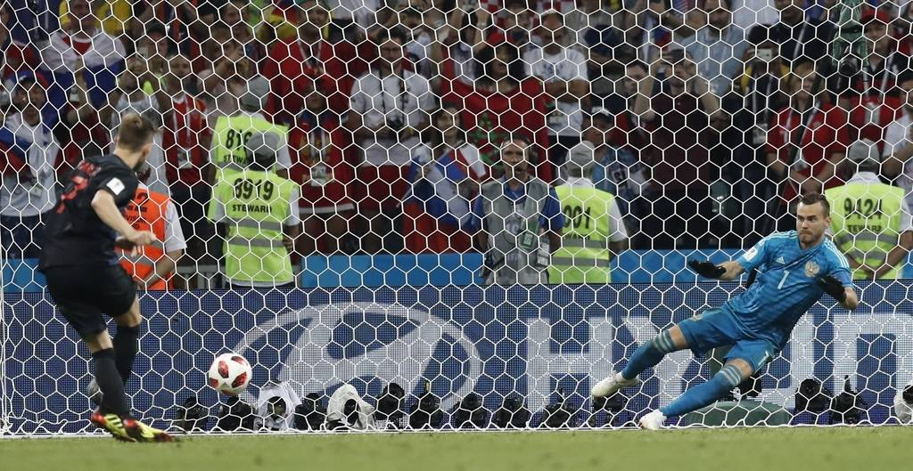 Croatia's Ivan Rakitic scores last penalty spot in a shootout at the end the quarterfinal match between Russia and Croatia at the 2018 soccer World Cup in the Fisht Stadium, in Sochi, Russia, Satu ...