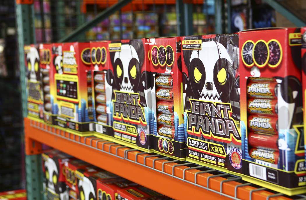 Los fuegos artificiales de Panda Gigante fueron una opción popular para el 4 de julio en Red Apple Fireworks en Pahrump el jueves 5 de julio de 2018. Chase Stevens Las Vegas Review-Journal @csste ...