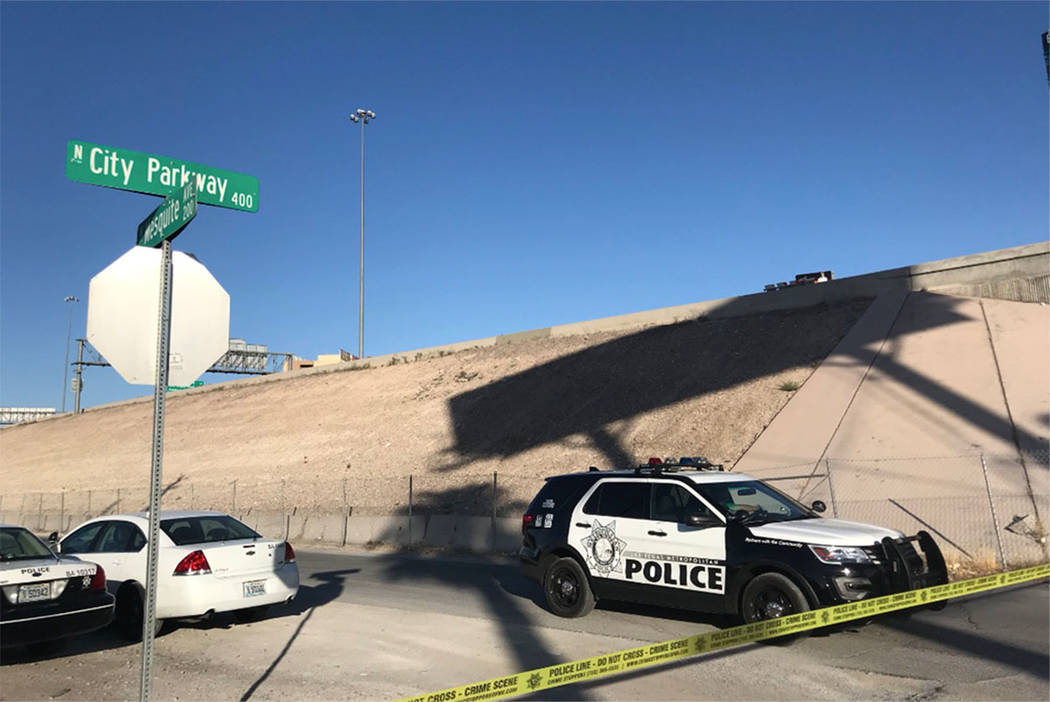 Las Vegas police investigate the scene where a body was found in downtown Las Vegas on Sunday, July 1, 2018. (Blake Apgar/Las Vegas Review-Journal)