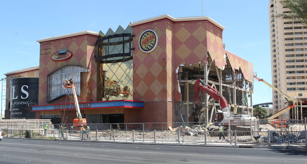 Demolition of the Sahara hotel-casino in 2013. (Las Vegas Review-Journal File Photo)