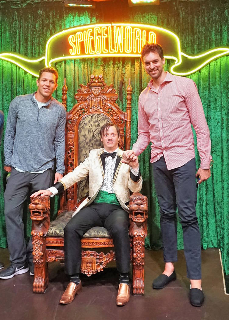 "Luke Walton, The Gazillionaire and Pau Gasol are shown at ""Absinthe' at Caesars Palace on Tuesday, July 10, 2018. (Fabian Pino/Spiegelworld)"